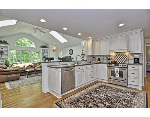 Picture 7 of 14 Fern Way  Bedford Ma 4 Bedroom Single Family