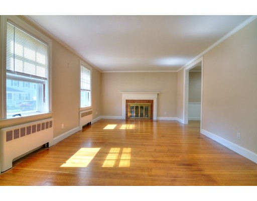 Picture 3 of 124 Davis St  Quincy Ma 3 Bedroom Single Family