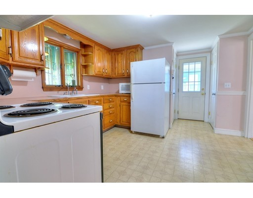 Picture 10 of 124 Davis St  Quincy Ma 3 Bedroom Single Family