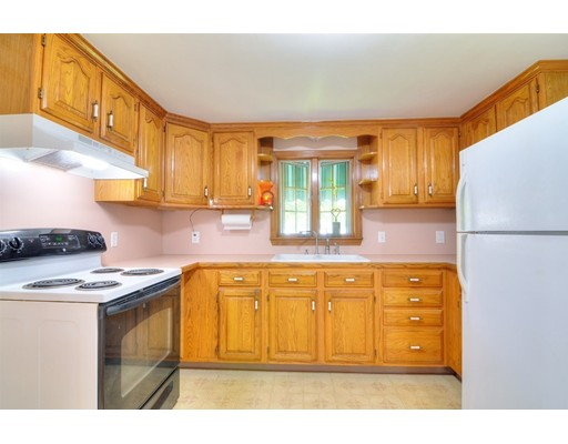 Picture 11 of 124 Davis St  Quincy Ma 3 Bedroom Single Family
