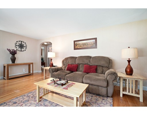 Picture 5 of 11 Linda Rd  Wilmington Ma 3 Bedroom Single Family