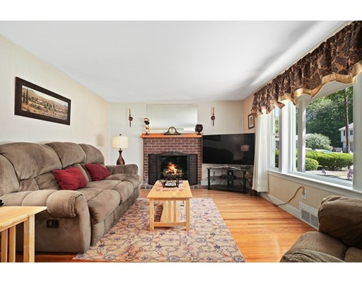 Picture 6 of 11 Linda Rd  Wilmington Ma 3 Bedroom Single Family