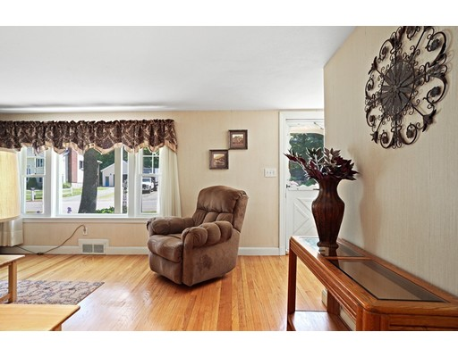 Picture 7 of 11 Linda Rd  Wilmington Ma 3 Bedroom Single Family