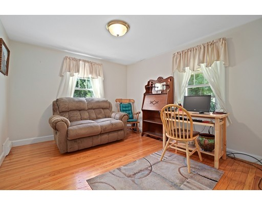 Picture 9 of 11 Linda Rd  Wilmington Ma 3 Bedroom Single Family