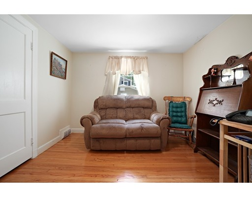 Picture 10 of 11 Linda Rd  Wilmington Ma 3 Bedroom Single Family