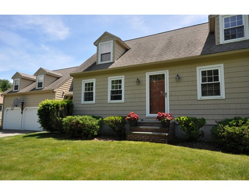 Picture 3 of 116 Davis Rd  Bedford Ma 4 Bedroom Single Family