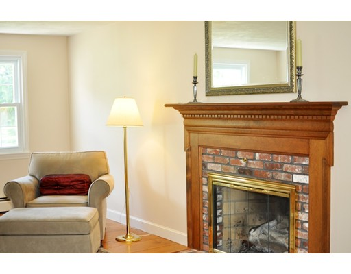Picture 5 of 116 Davis Rd  Bedford Ma 4 Bedroom Single Family