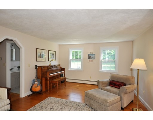 Picture 6 of 116 Davis Rd  Bedford Ma 4 Bedroom Single Family