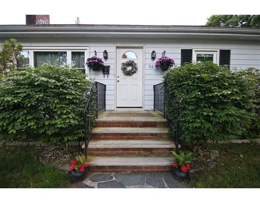 Picture 2 of 20 Fiske Rd  Saugus Ma 3 Bedroom Single Family