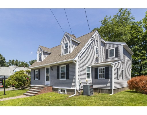 Picture 3 of 47 Courtland Circle  Milton Ma 3 Bedroom Single Family