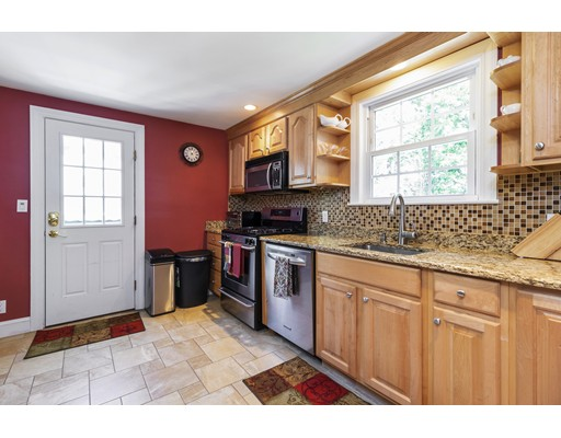 Picture 10 of 47 Courtland Circle  Milton Ma 3 Bedroom Single Family
