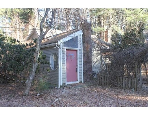Picture 3 of 143 Concord Rd  Wayland Ma 3 Bedroom Single Family
