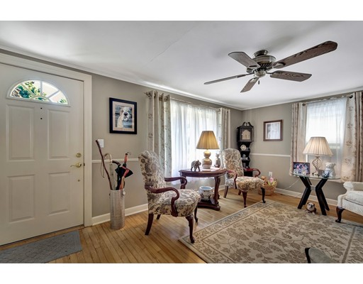 Picture 4 of 146 Green St  Woburn Ma 2 Bedroom Single Family
