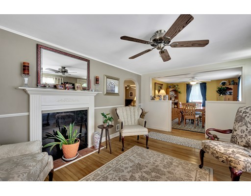 Picture 6 of 146 Green St  Woburn Ma 2 Bedroom Single Family