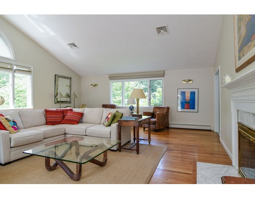 Picture 4 of 25 Arbor Cir  Natick Ma 4 Bedroom Single Family
