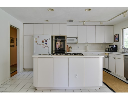 Picture 9 of 25 Arbor Cir  Natick Ma 4 Bedroom Single Family