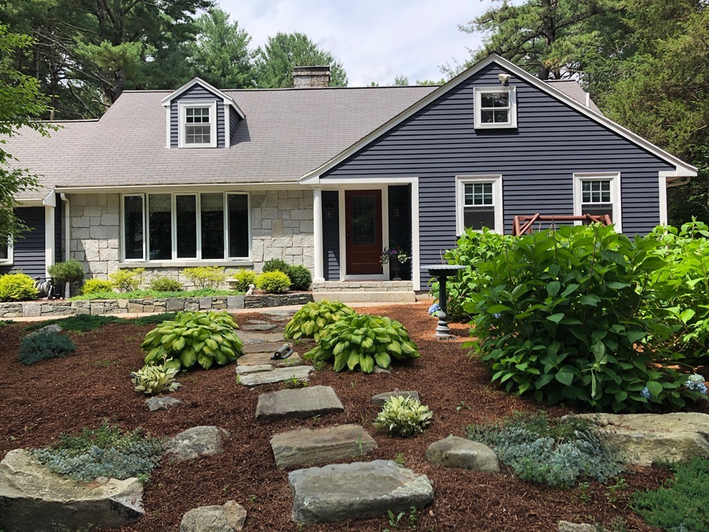 Terrific Homes For Sale In Walpole Ma William Raveis Real Estate Interior Design Ideas Greaswefileorg