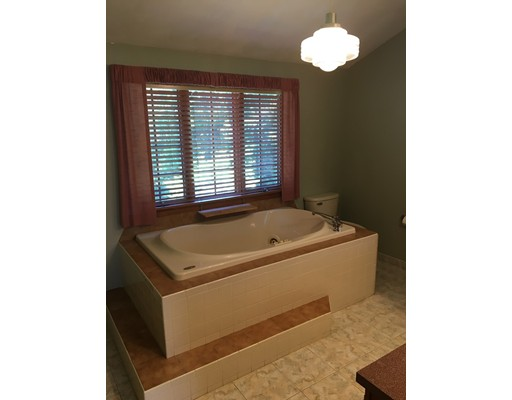 Picture 12 of 26 Sable Run Lane  Methuen Ma 3 Bedroom Single Family