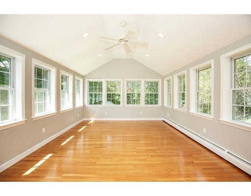 Picture 3 of 156 Summer St  Danvers Ma 3 Bedroom Single Family