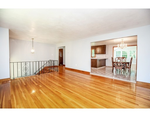 Picture 4 of 156 Summer St  Danvers Ma 3 Bedroom Single Family