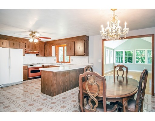 Picture 6 of 156 Summer St  Danvers Ma 3 Bedroom Single Family