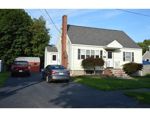 Picture 2 of 5 Raymond Cir  Peabody Ma 4 Bedroom Single Family