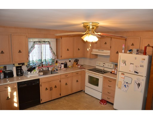 Picture 6 of 5 Raymond Cir  Peabody Ma 4 Bedroom Single Family