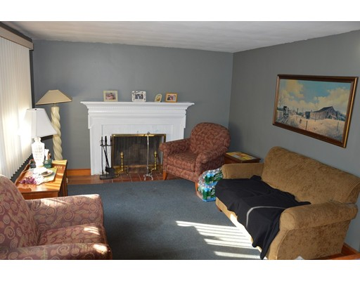 Picture 8 of 5 Raymond Cir  Peabody Ma 4 Bedroom Single Family