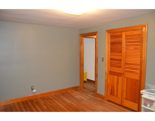 Picture 9 of 5 Raymond Cir  Peabody Ma 4 Bedroom Single Family