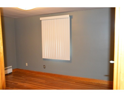 Picture 10 of 5 Raymond Cir  Peabody Ma 4 Bedroom Single Family