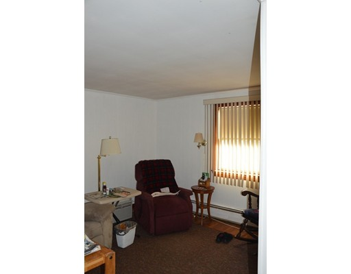 Picture 11 of 5 Raymond Cir  Peabody Ma 4 Bedroom Single Family