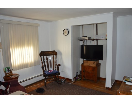 Picture 12 of 5 Raymond Cir  Peabody Ma 4 Bedroom Single Family