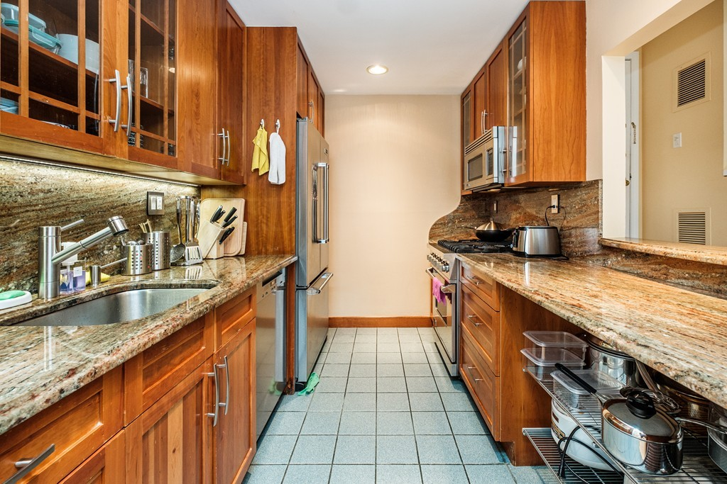 227 Summit Ave Unit E104, Brookline, Massachusetts