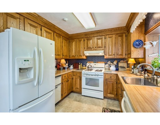 Picture 7 of 31 Lakeshore Ave  Beverly Ma 4 Bedroom Single Family