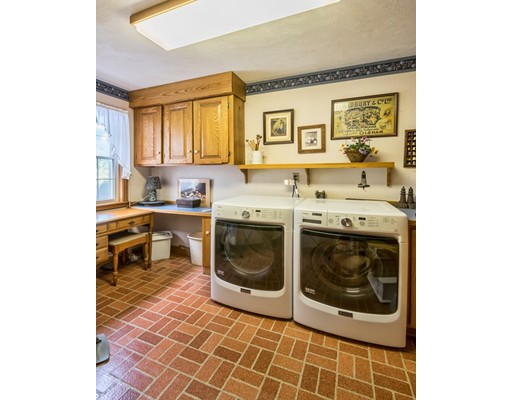 Picture 13 of 31 Lakeshore Ave  Beverly Ma 4 Bedroom Single Family
