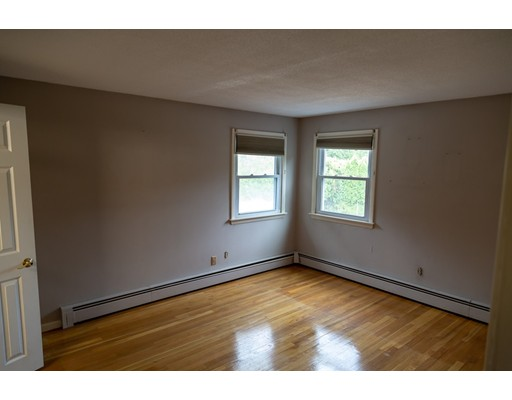 Picture 10 of 4 Joyce Rd  Peabody Ma 3 Bedroom Single Family