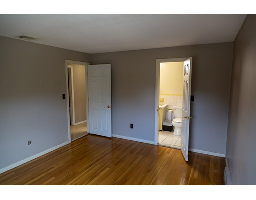 Picture 12 of 4 Joyce Rd  Peabody Ma 3 Bedroom Single Family