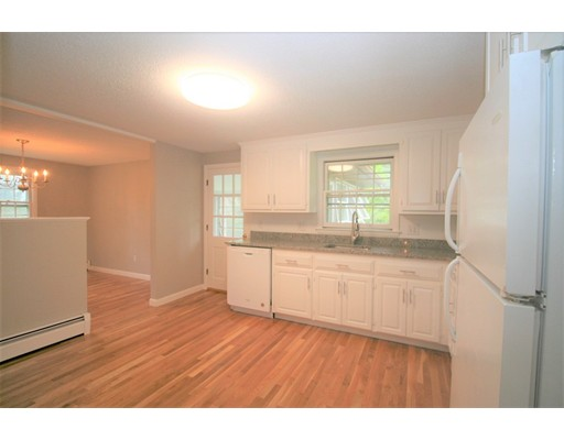 Picture 4 of 10 Silverbrook Rd  Topsfield Ma 3 Bedroom Single Family