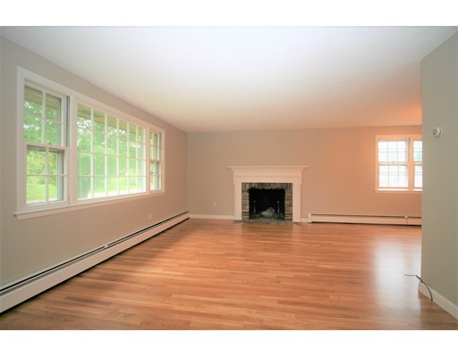 Picture 9 of 10 Silverbrook Rd  Topsfield Ma 3 Bedroom Single Family