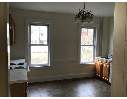 Picture 4 of 76 Pleasant St Unit 1 Wakefield Ma 2 Bedroom Rental
