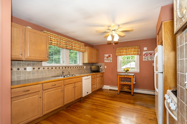 Picture 5 of 101 W Plain St  Wayland Ma 4 Bedroom Single Family