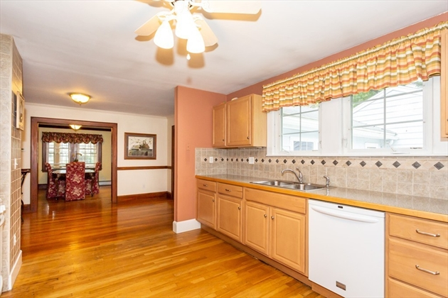 Picture 8 of 101 W Plain St  Wayland Ma 4 Bedroom Single Family
