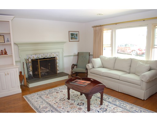 Picture 2 of 12 Cedarview Rd  Ipswich Ma 3 Bedroom Single Family
