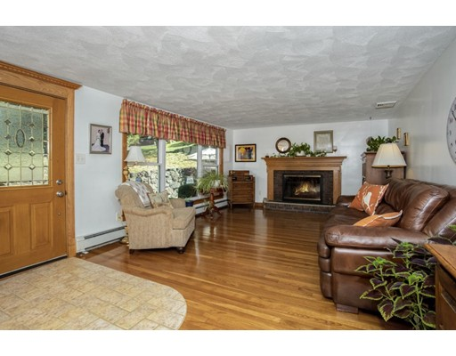 Picture 4 of 8 Earlene Dr  Saugus Ma 3 Bedroom Single Family