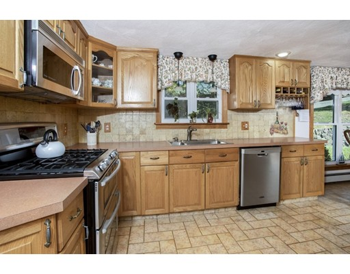 Picture 9 of 8 Earlene Dr  Saugus Ma 3 Bedroom Single Family
