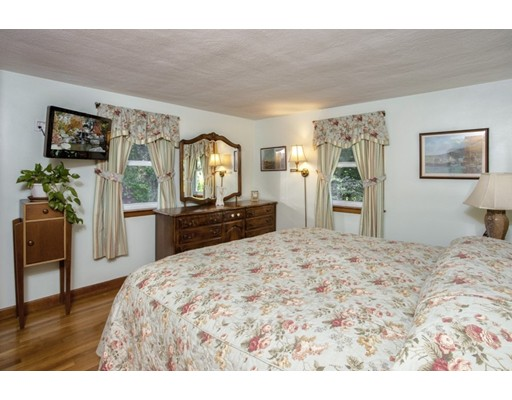 Picture 10 of 8 Earlene Dr  Saugus Ma 3 Bedroom Single Family
