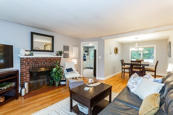 Picture 4 of 1 Point St  Natick Ma 2 Bedroom Single Family