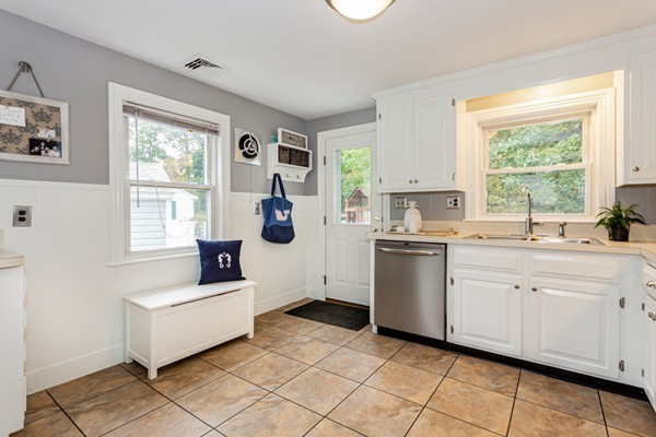Picture 9 of 1 Point St  Natick Ma 2 Bedroom Single Family