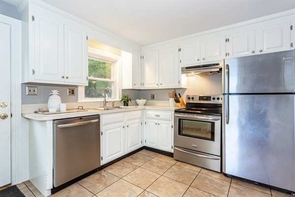 Picture 10 of 1 Point St  Natick Ma 2 Bedroom Single Family