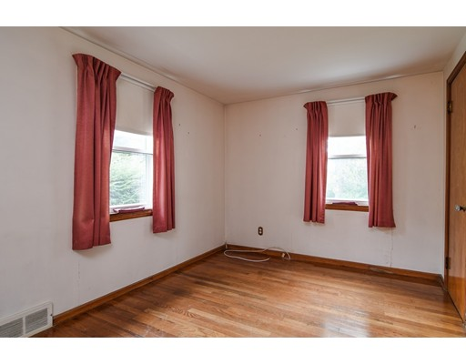 Picture 7 of 3 Valley Rd  Natick Ma 3 Bedroom Single Family